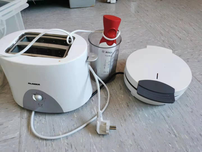 面包机6欧,华夫饼机4欧,博世手持搅拌器4欧